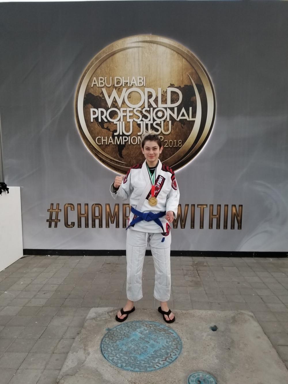 Jess Munter winning Gold