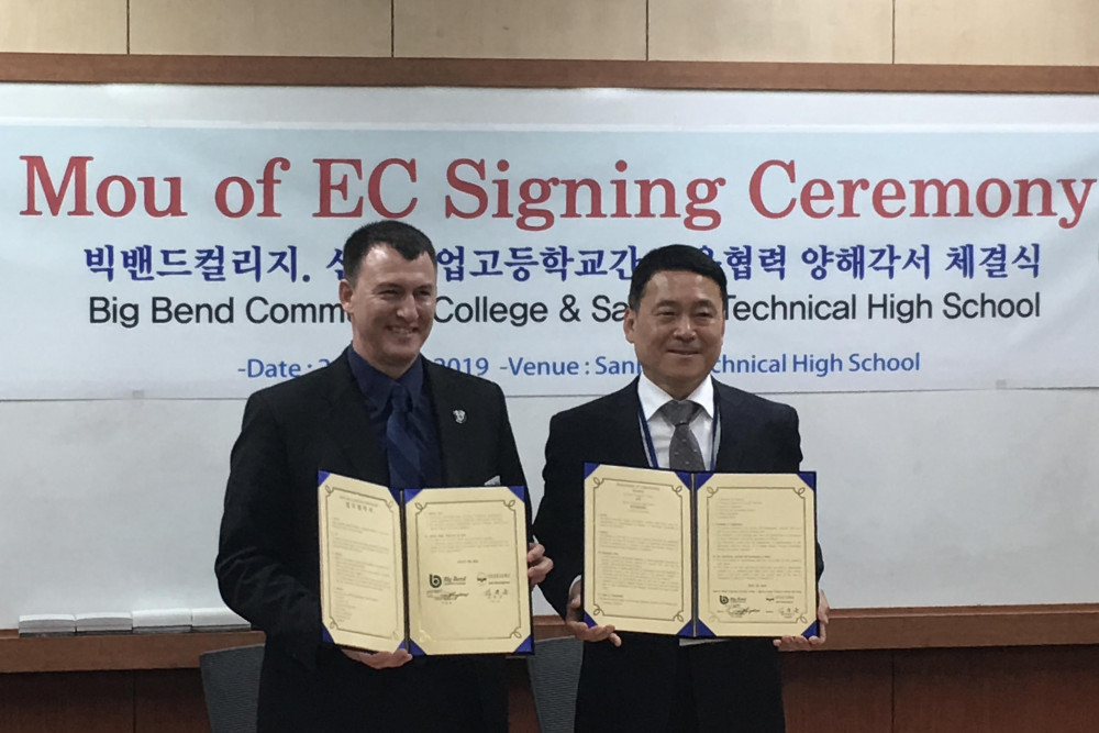 Sanbon High School Principal Kim Jong Un and Vice President of Learning and Student Success Dr. Bryce Humpherys sign a Memorandum of Understanding and are currently planning to offer an opportunity for Sanbon high school seniors to spend a few months studying at BBCC.